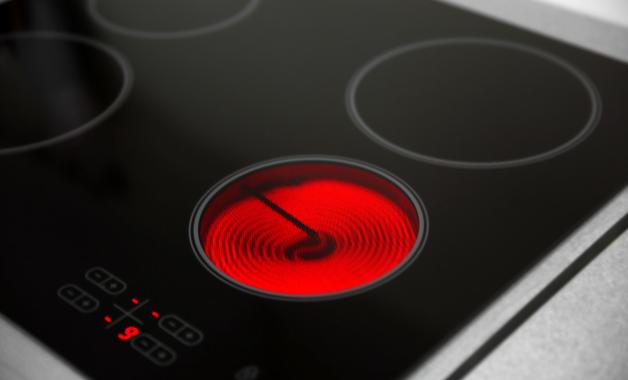Modelo de cooktop elétrico com indicador de superfície quente. (Imagem: Reprodução/Shutterstock)