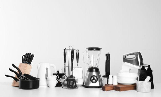 Itens e eletrodomésticos de cozinha. (Imagem? Reprodução/Shutterstock)