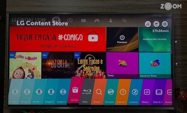 <em>Foto: LG Content Store fica na barra de aplicativos, na cor vermelho. | Créditos: Yulli Dias/Zoom</em>