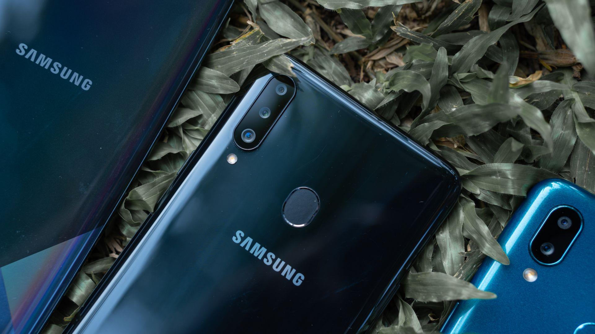Galaxy A21s deve ter 5.000 mAh de bateria. (Imagem: Lukmanazis/Shutterstock)