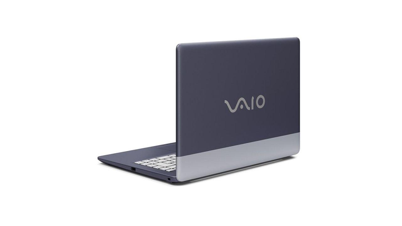 Notebook Vaio C14 tem carcaça na cor azul com uma faixa branca na traseira. (Imagem: Divulgação/Vaio)