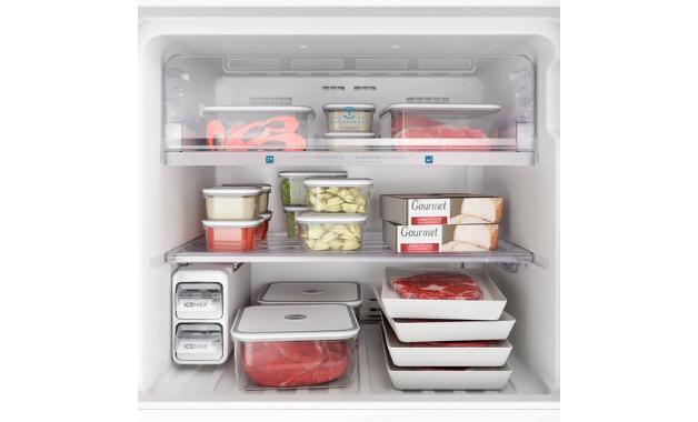 Além de recursos que ajudam na conservação dos alimentos, geladeira Electrolux tem tecnologia Frost Free, que dispensa degelo. (Imagem: Divulgação/Electrolux)