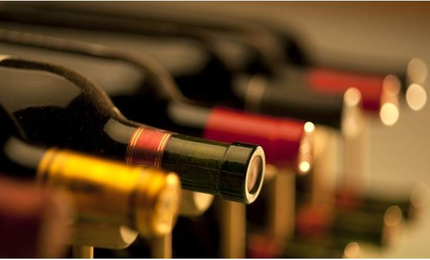 Vinhos são uma ótima opção para um jantar romântico. (Imagem: Reprodução/Shutterstock)