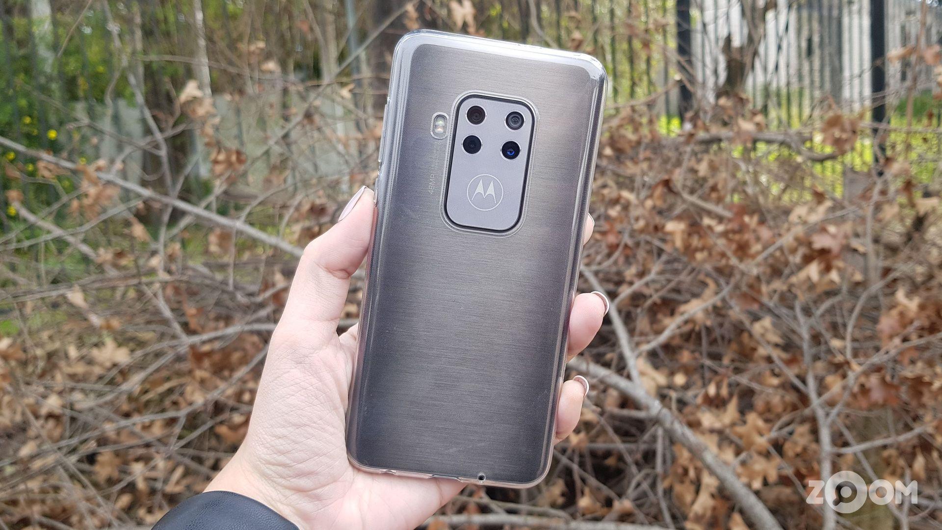 Motorola One Zoom é um dos celulares com melhor custo-benefício em 2020. (Imagem: Ana Marques/Zoom)