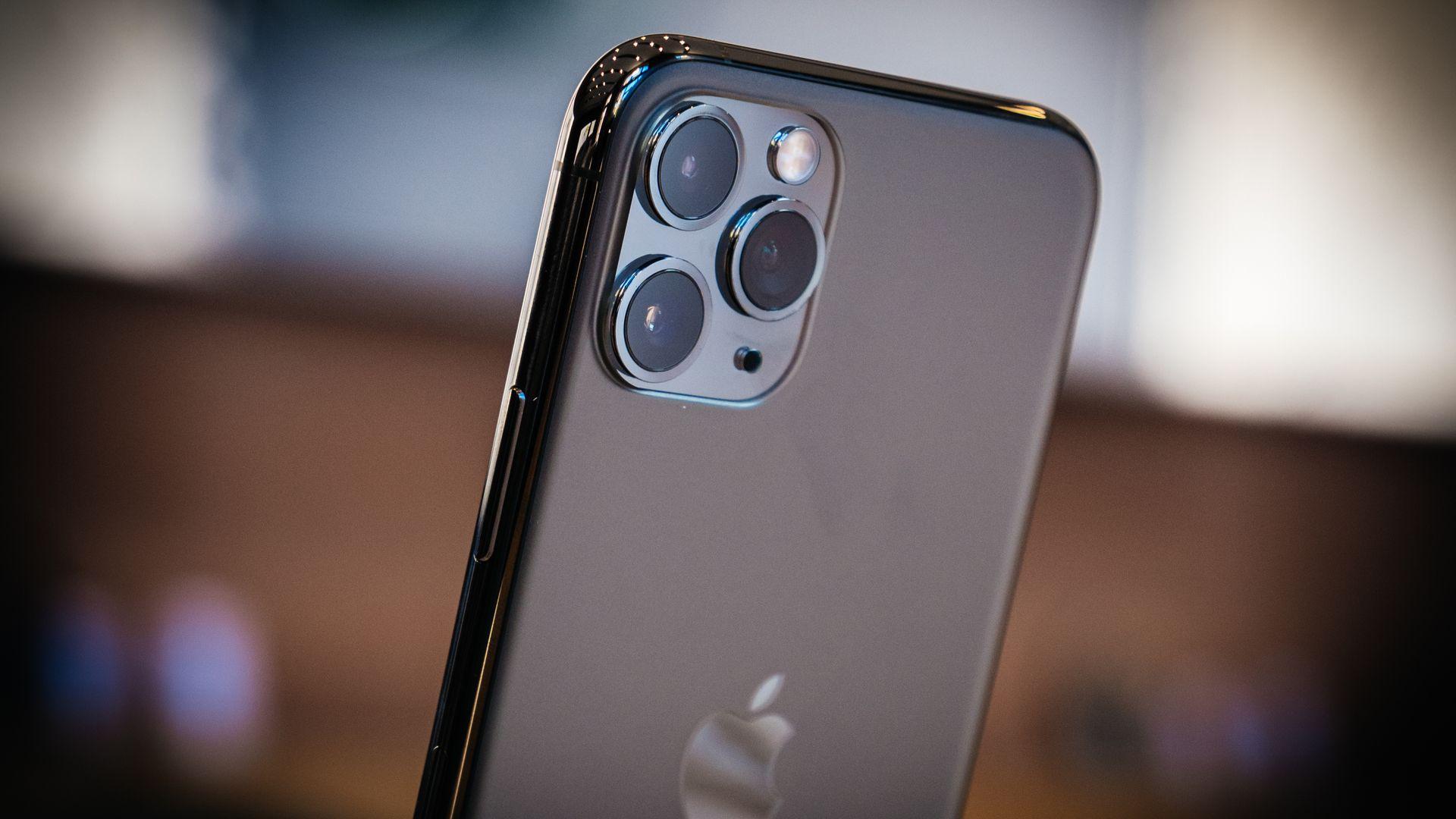 """Câmeras do iPhone 11 têm sensores de """"apenas"""" 12 megapixels. (Imagem: Hadrian/Shutterstock)"""