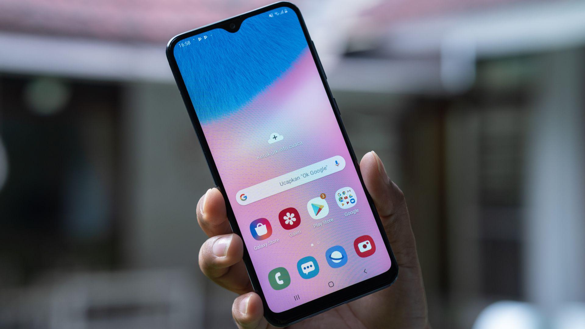 Galaxy A30s é um celular intermediário com tela de 6,4 polegadas (Imagem: Lukmanazis/Shutterstock)