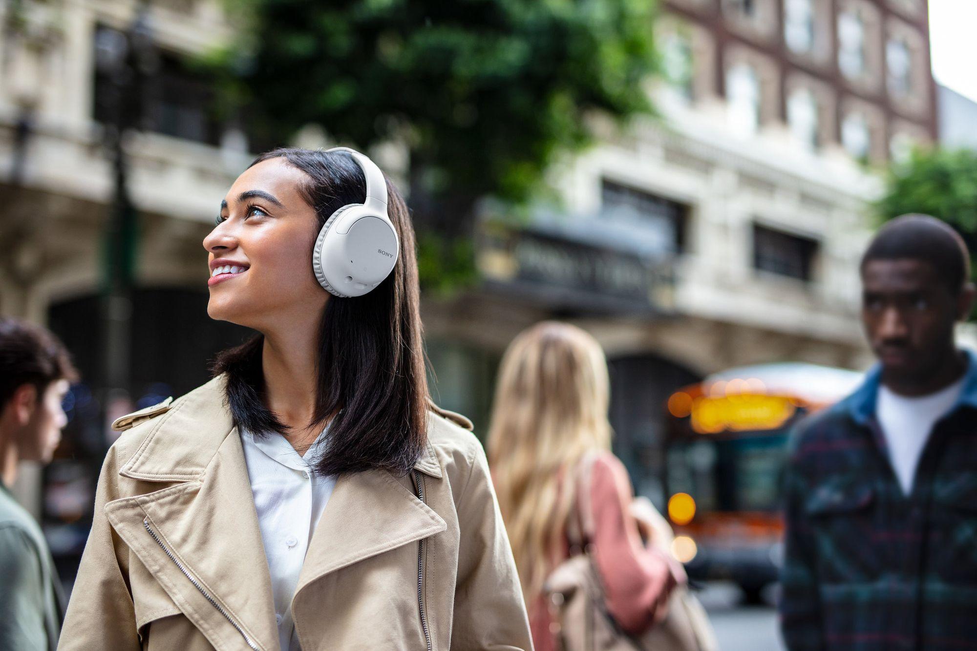 WH-CH710N tem design over-ear para máximo conforto e ótimo isolamento. (Imagem: Divulgação/Sony)