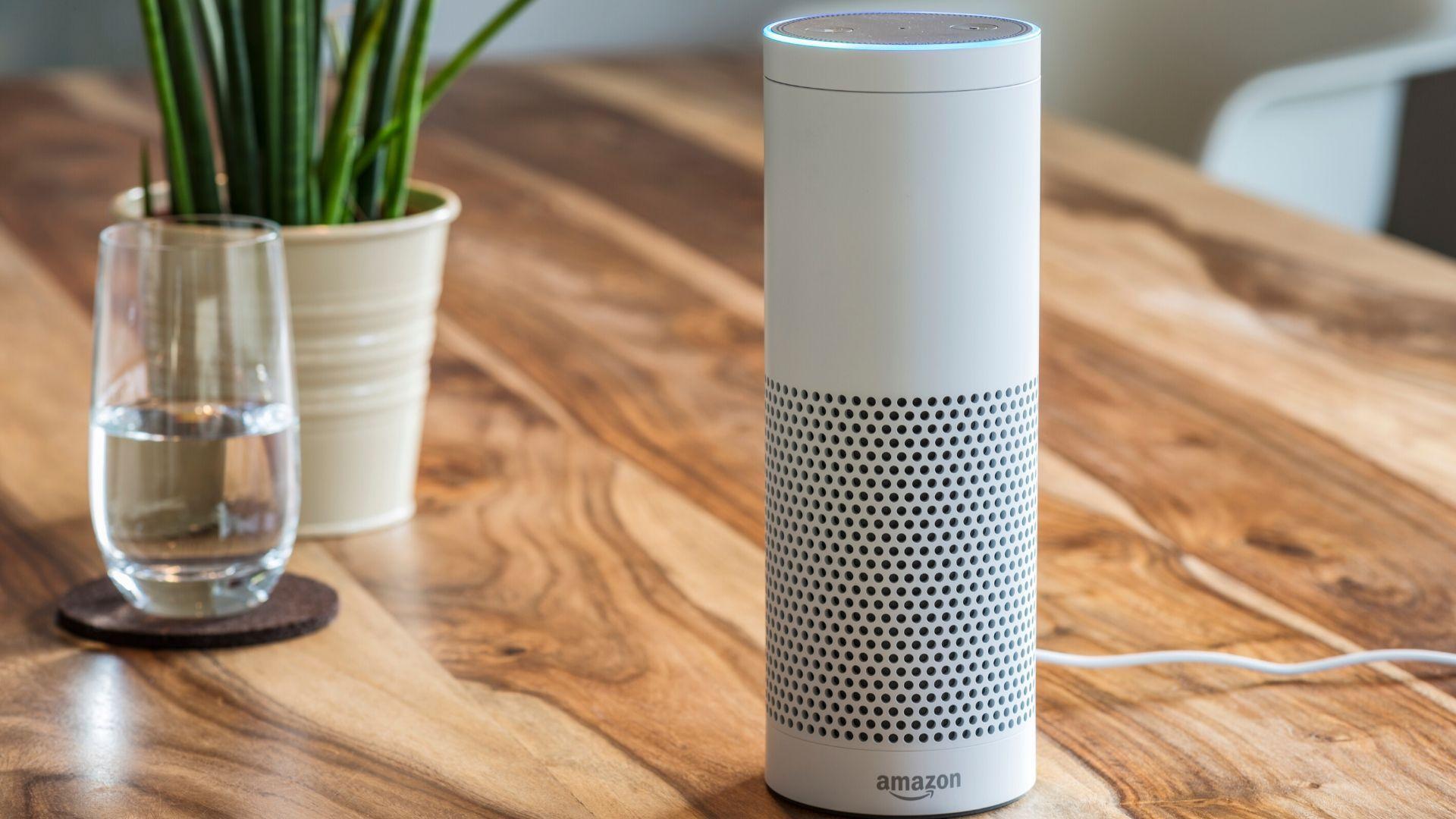 Alexa é a assistente virtual da Amazon. (Imagem: Reprodução/Shutterstock)