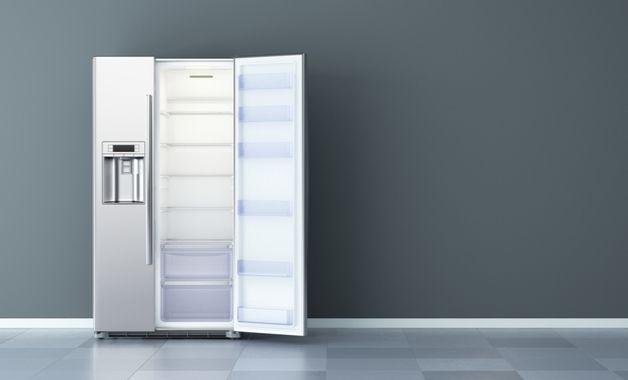 Geladeira Side by Side com dispenser de água na porta. (Imagem: Reprodução/Shutterstock)