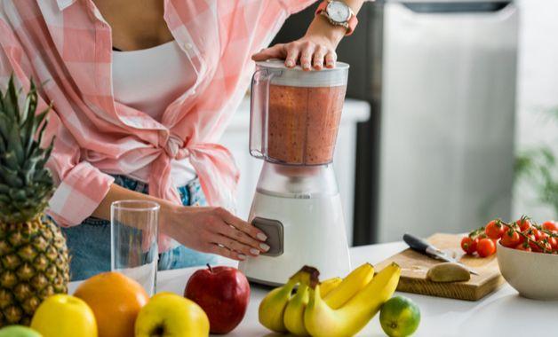 Um liquidificador pode auxiliar no preparo de vitaminas, por exemplo. (Imagem: Reprodução/Shutterstock)