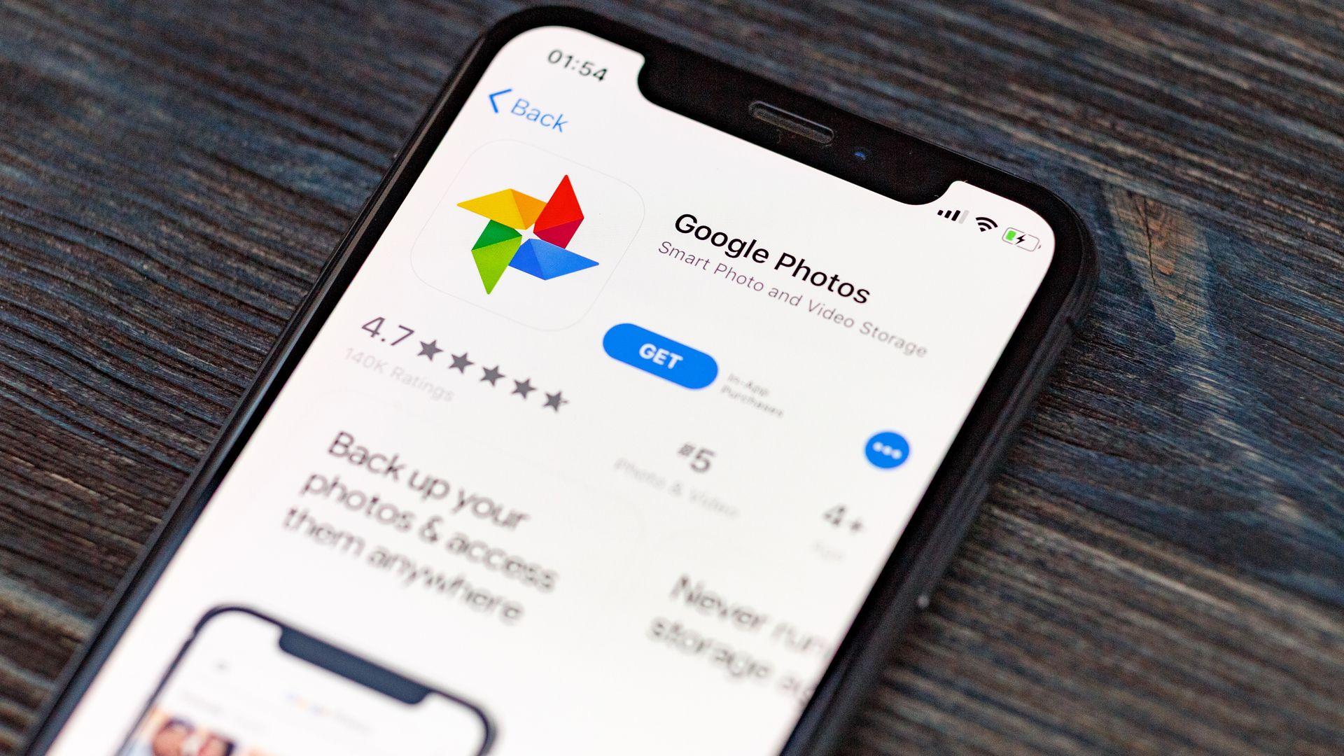 Google Fotos também pode ser utilizado no iPhone (Imagem: XanderSt/Shutterstock)