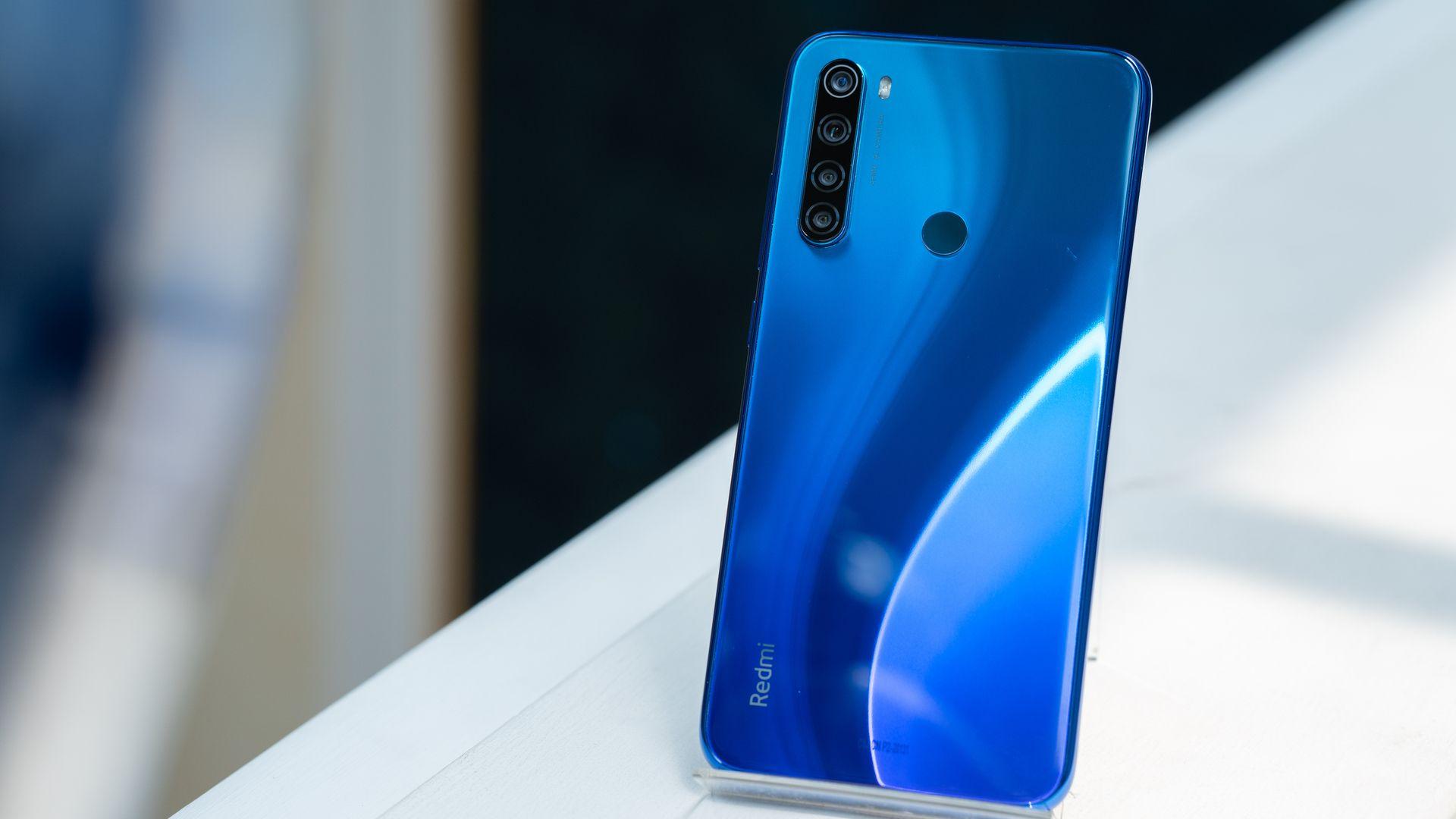 Novo celular da Xiaomi pode trazer câmera quádrupla traseria [na foto, o Redmi Note 8]. (Imagem: Lukmanazis/Shutterstock)