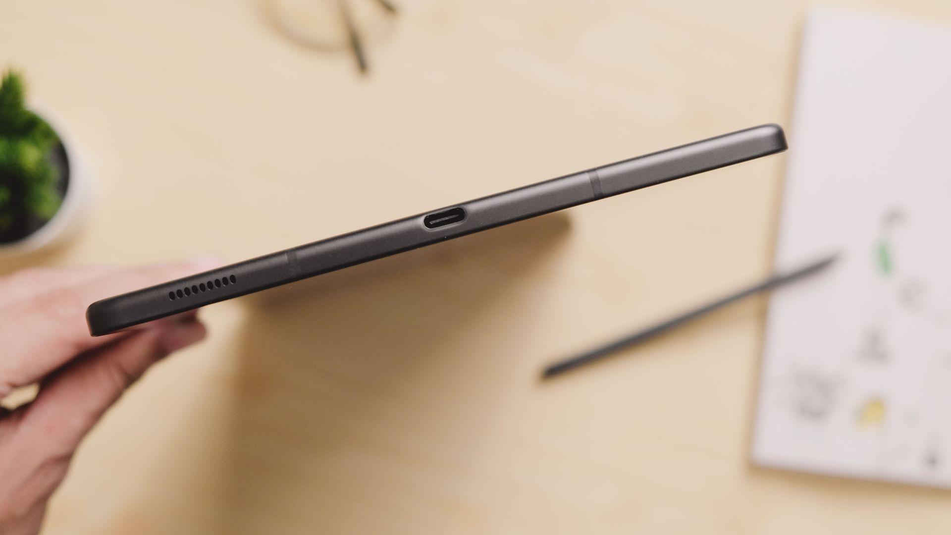 Entrada USB-C do Galaxy Tab S6 Lite. (Imagem: Framesira/Shutterstock)