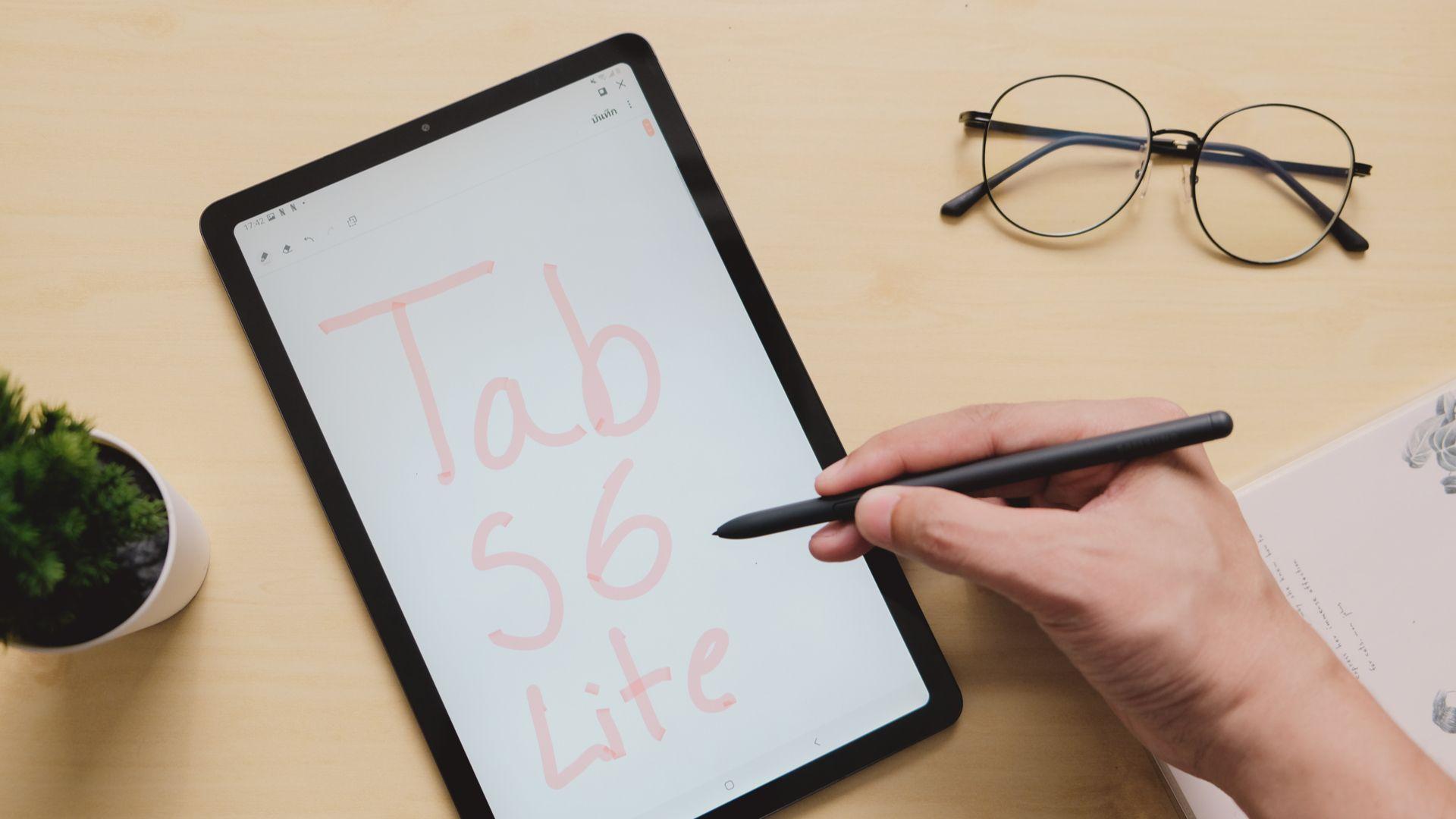 Galaxy Tab S6 Lite é o novo tablet da Samsung. (Imagem: Framesira/Shutterstock)