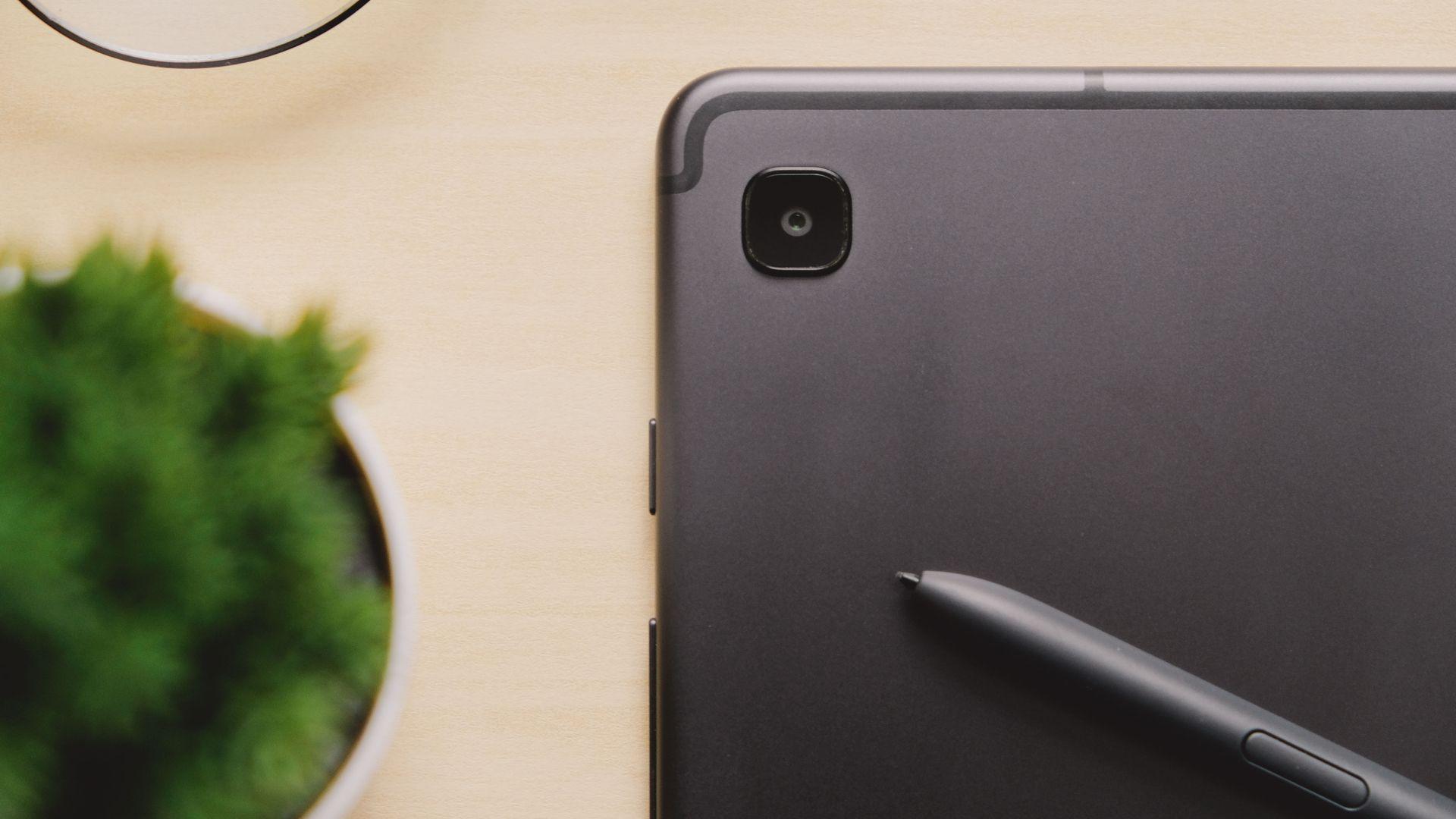 Galaxy Tab S6 tem câmera traseira de 8 MP (Imagem: Framesira/Shutterstock)