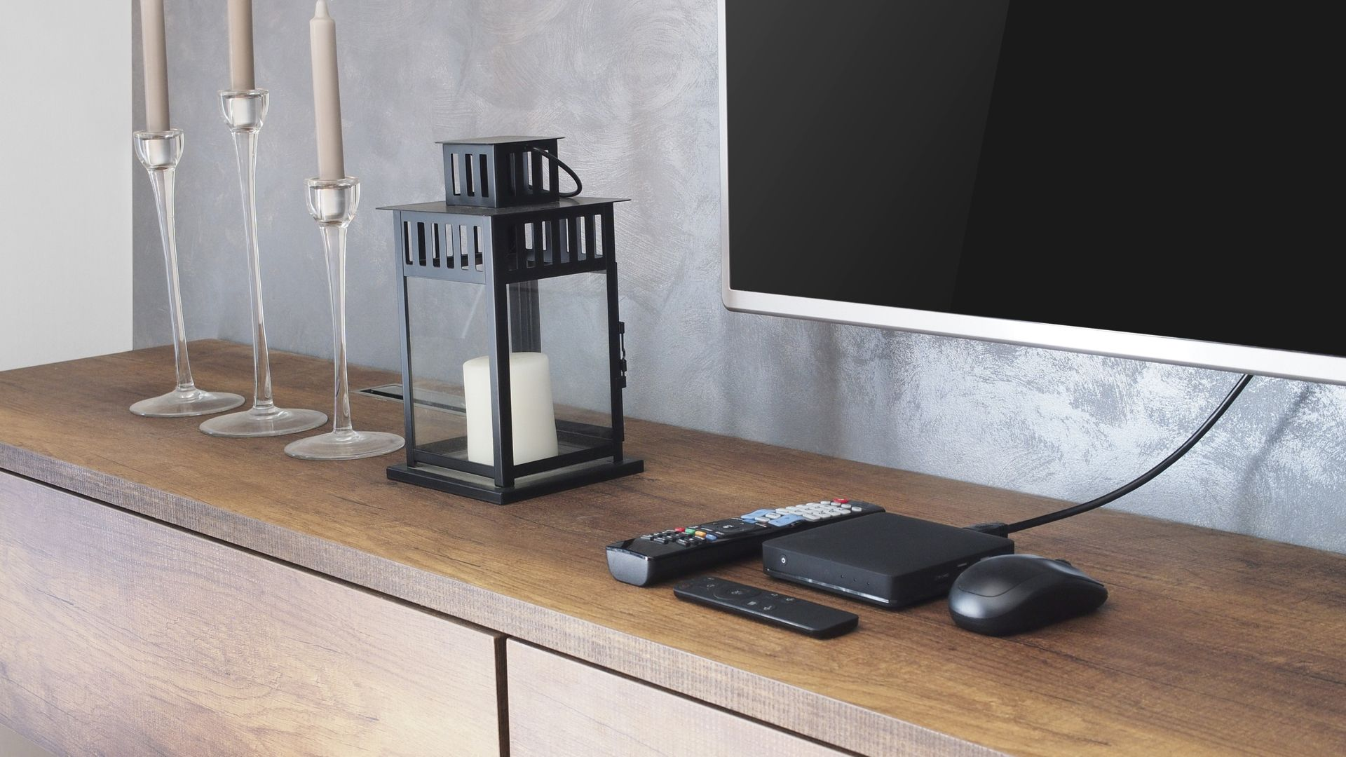 TV Box é um aparelho que transforma TV convencional em smart (Imagem: Shutterstock)