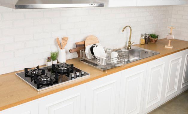 Cooktop de 3 bocas é uma possibilidade para cozinhas menores. (Imagem: Reprodução/Shutterstock)