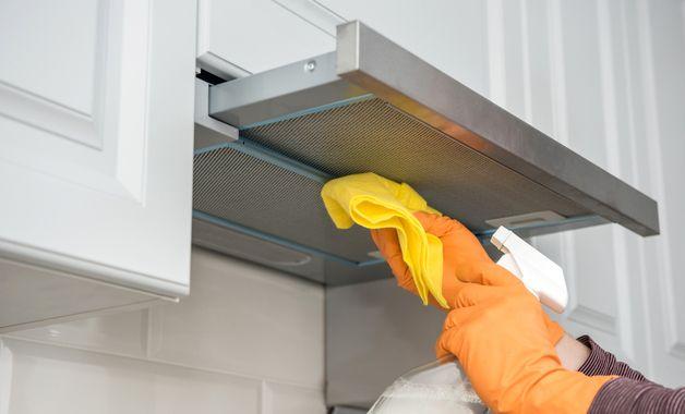 Os depuradores de ar dão mais trabalho durante a limpeza do que a coifa. (Imagem: Reprodução/Shutterstock)