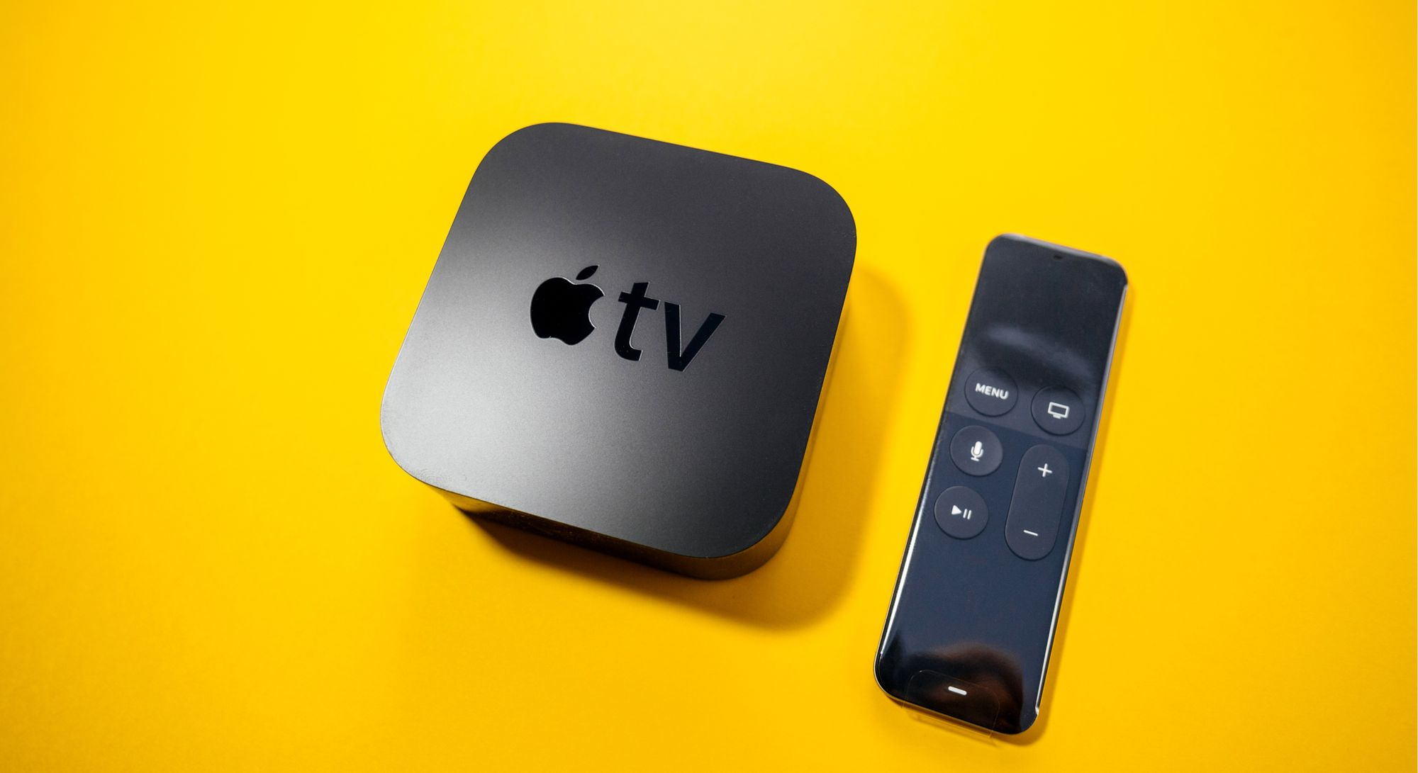 Design da Apple TV é clean e consegue se ajustar à qualquer ambiente. (Imagem: Hadrian/Shutterstock)
