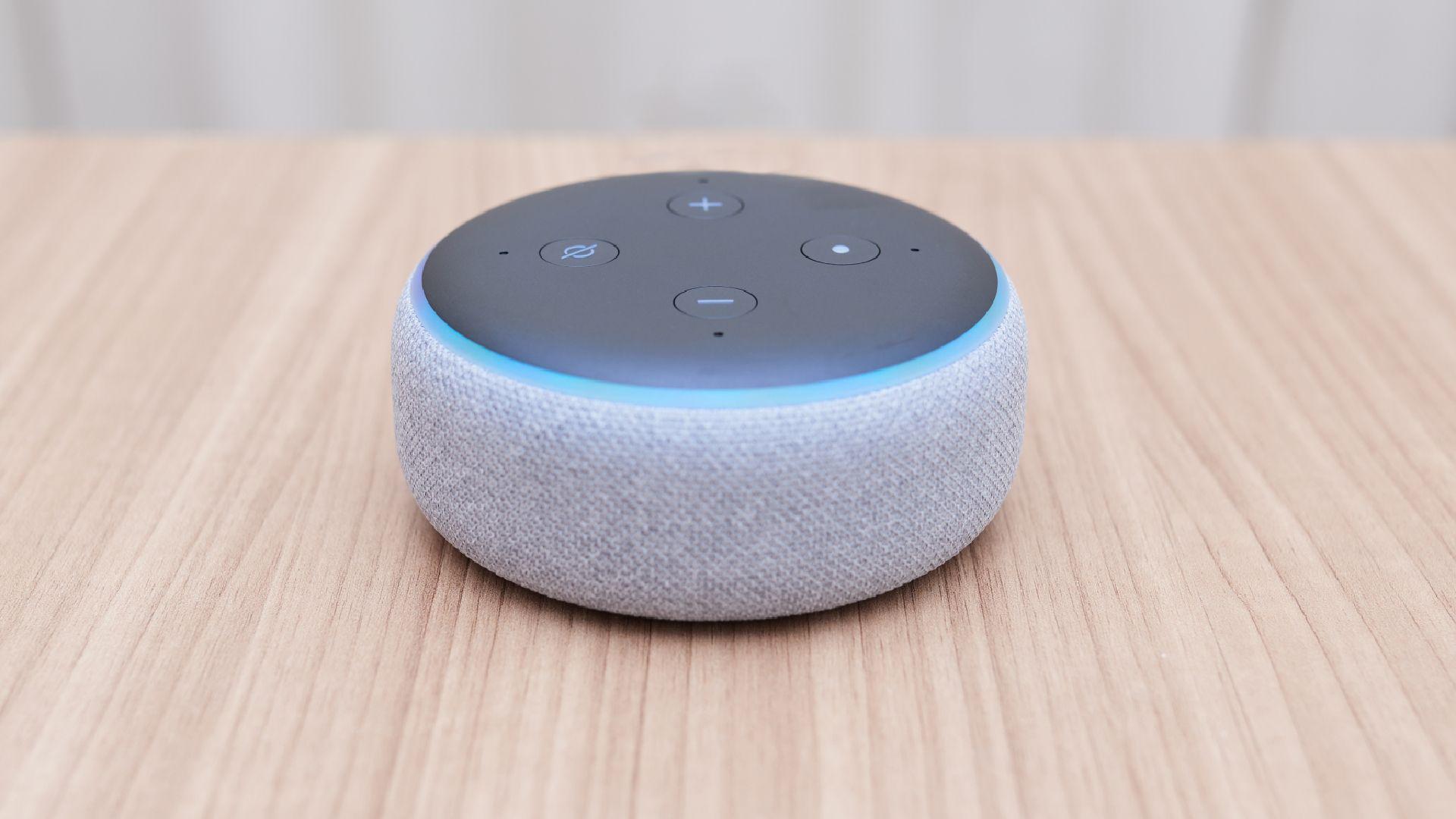 Amazon Echo Dot 3ª geração. (Imagem: Reprodução/Shutterstock)