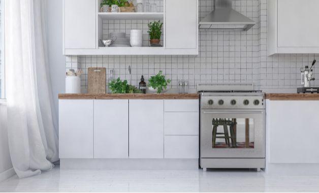 Os fogões de piso contam com pés de apoio que permitem modificar o eletrodoméstico de lugar com maior facilidade. (Imagem: Reprodução/Shutterstock)