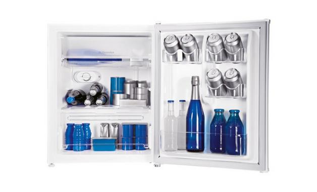 O frigobar Electrolux RE80 está entre uma das opções de presente nesse Dia dos Pais. (Imagem: Divulgação/Electrolux)