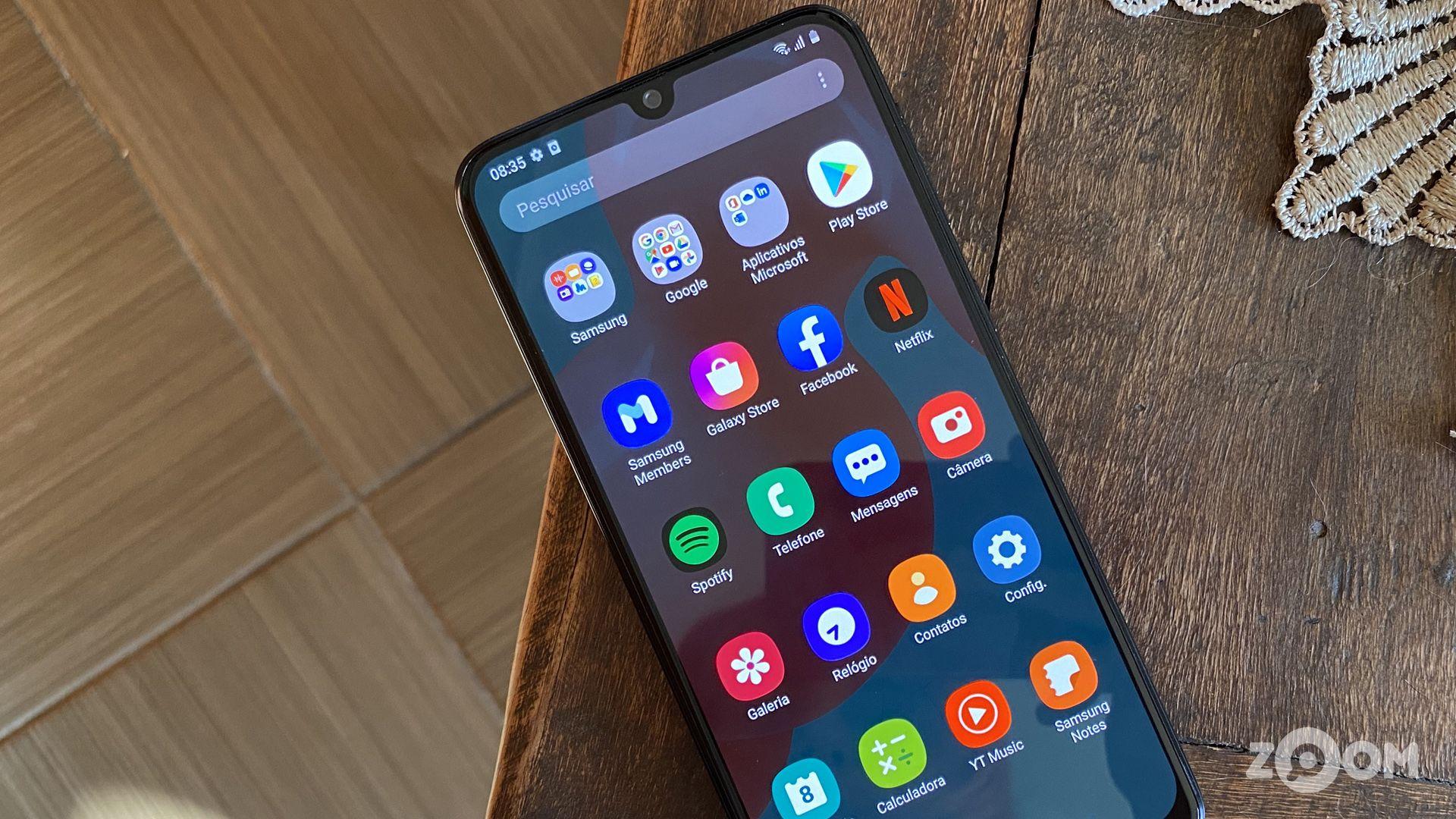 Galaxy M31 tem 128 GB de memória interna para apps, fotos, vídeos e outros arquivos. (Imagem: Ana Marques/Zoom)