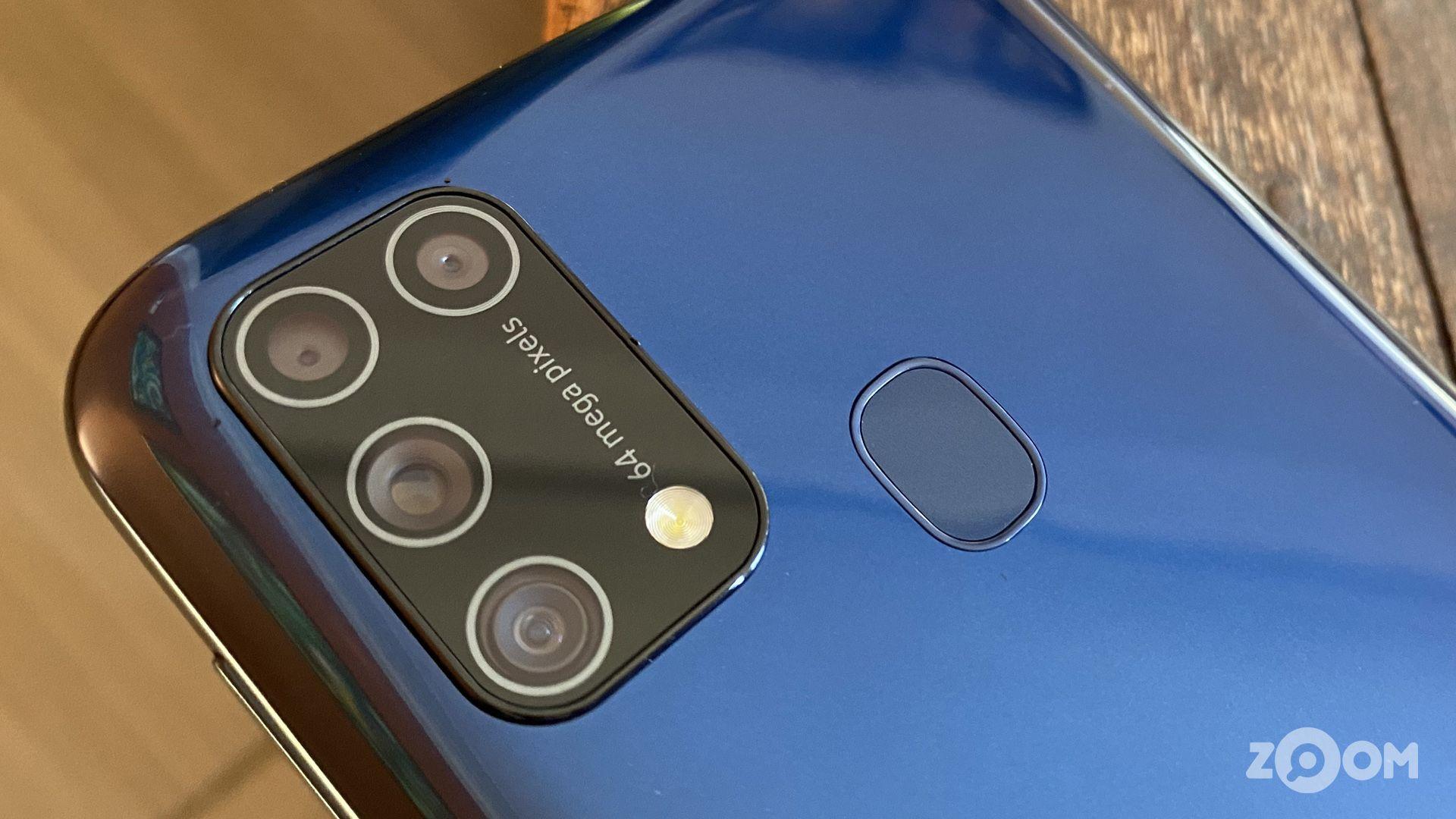 Câmera quádrupla do Galaxy M31 tem sensor principal de 64 MP. (Imagem: Ana Marques/Zoom)