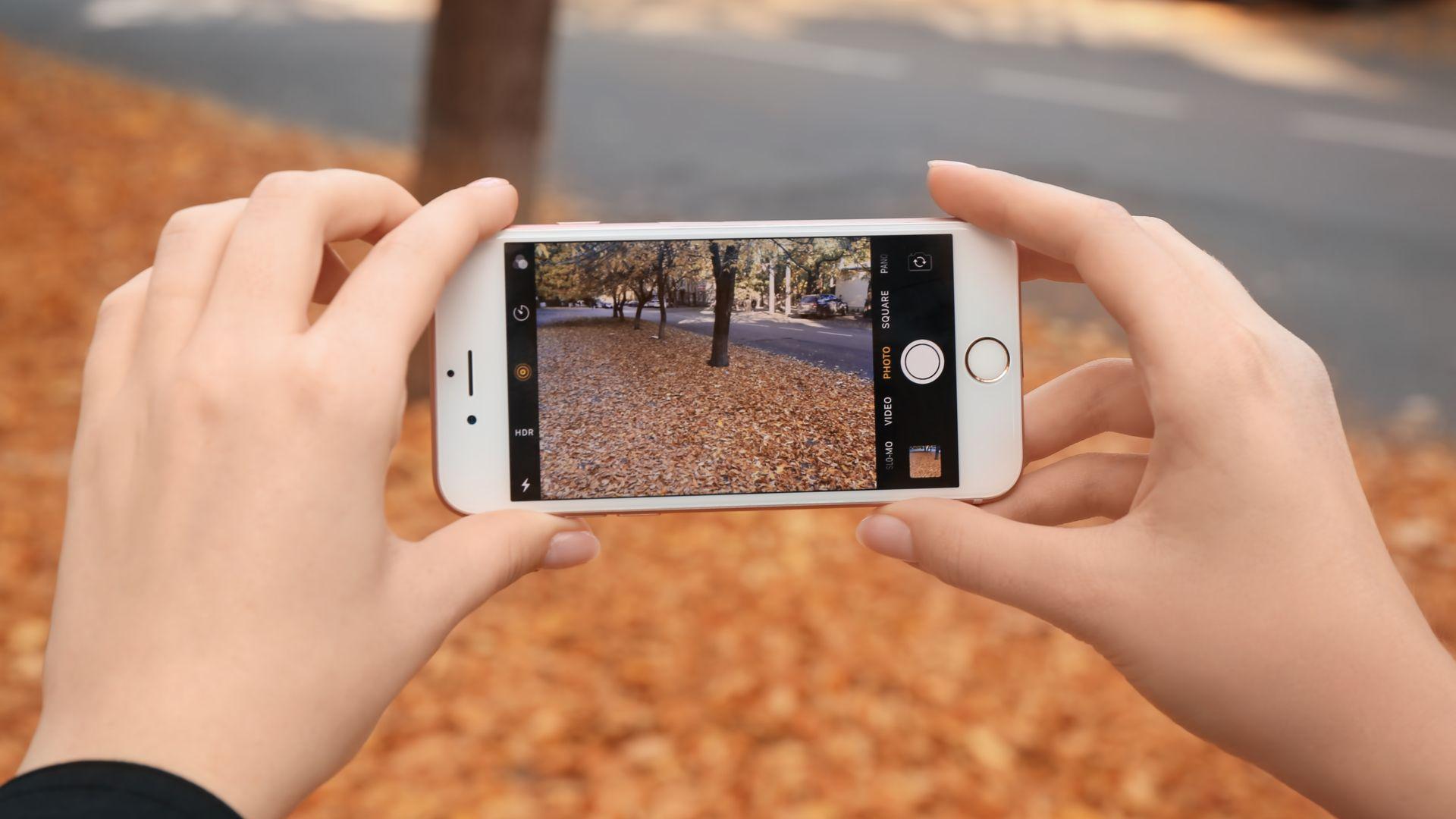 Câmera traseira do iPhone 6S promete bons resultados, especialmente em ambientes bem iluminados. (Imagem: Africa Studio/Shutterstock)