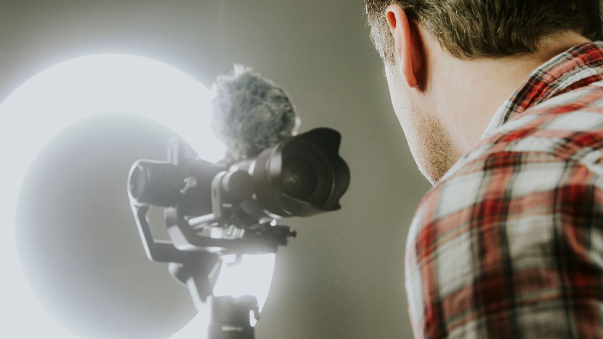 Ring ligh é um acessório que ajuda na iluminação da foto (Foto: Shutterstock)