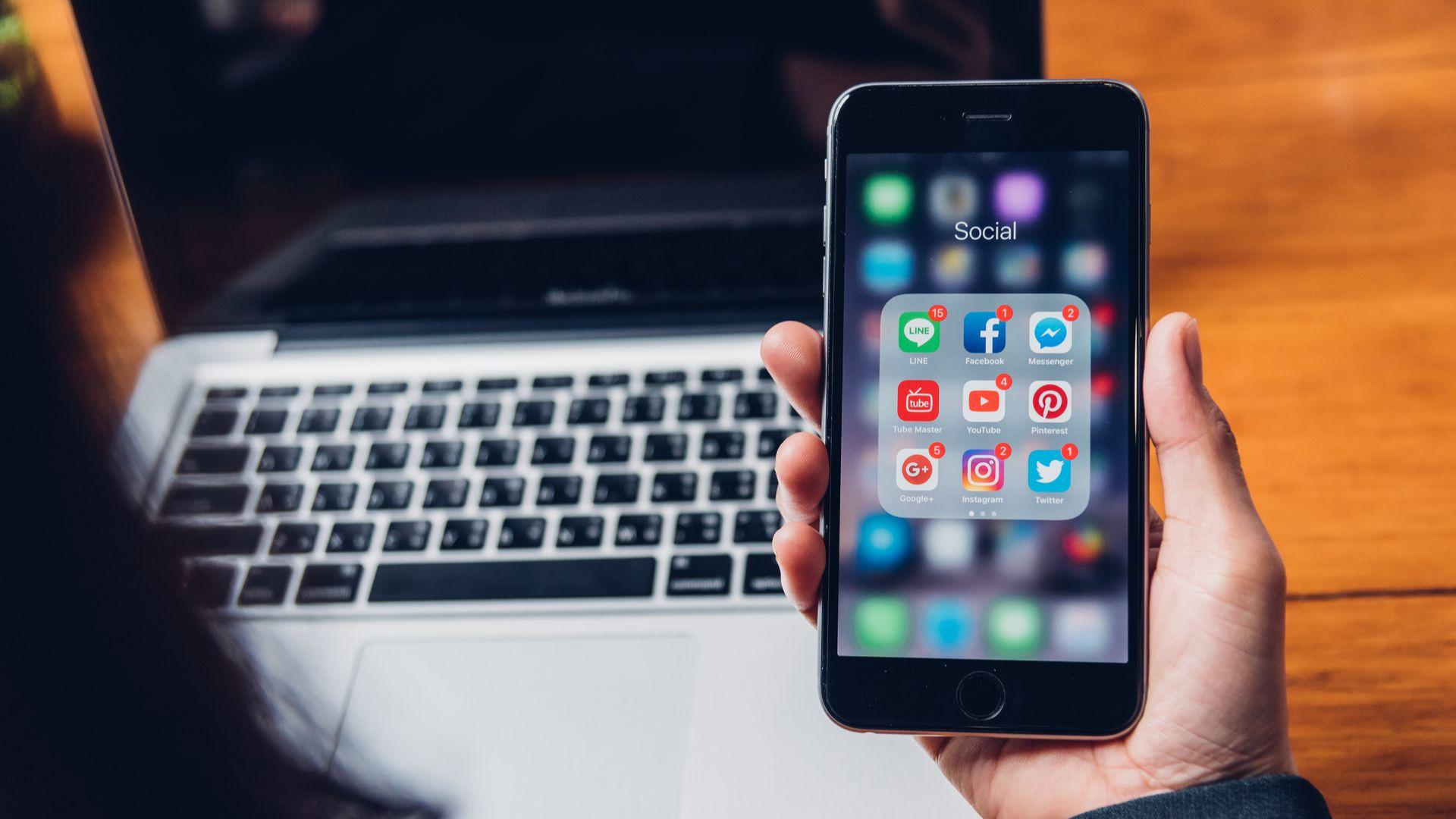 Versão com 32 GB do iPhone 6S pode ser uma má escolha para quem costuma baixar muitos apps no celular. (Imagem: Sorapop Udomsri/Shutterstock)