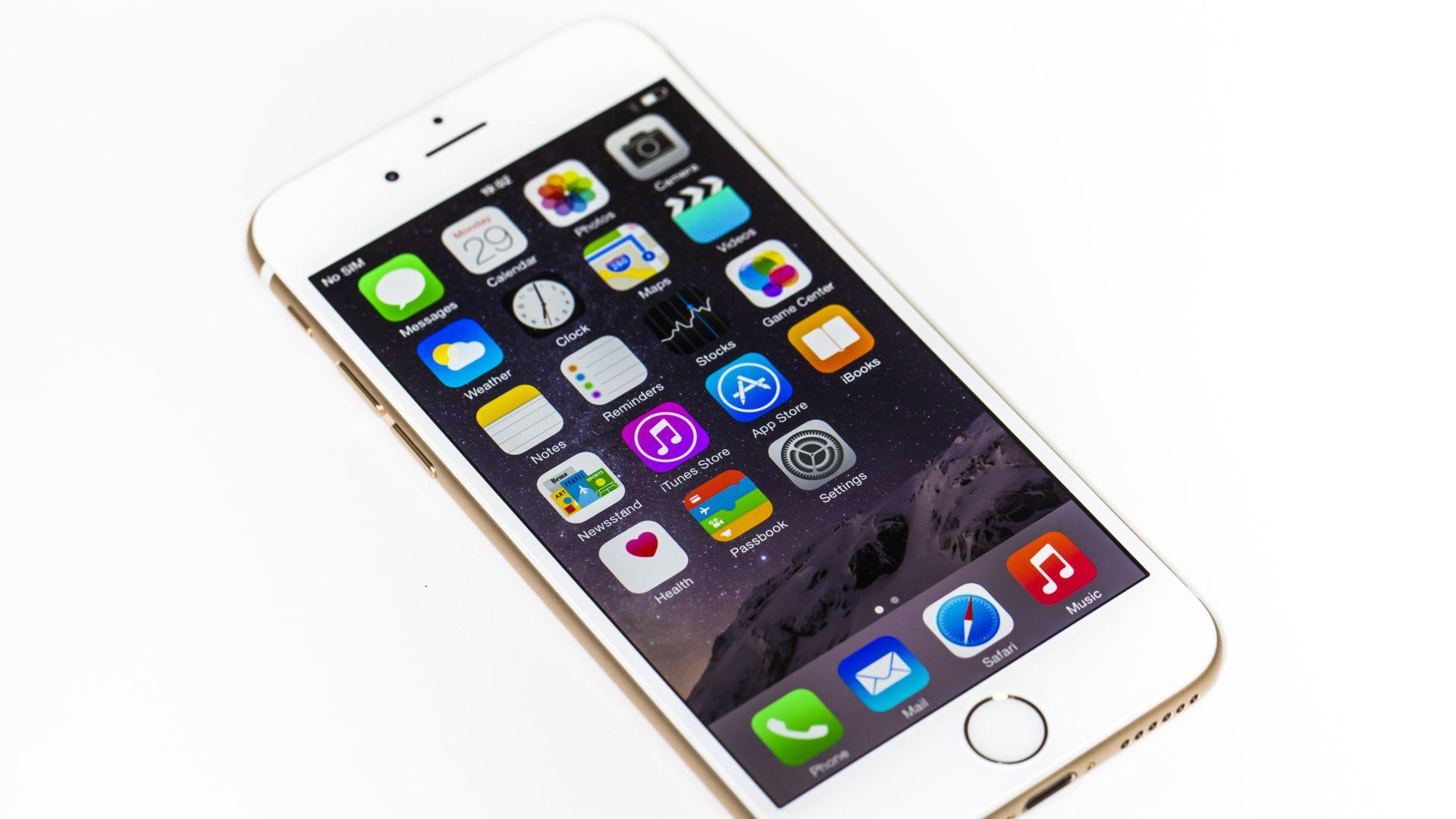 Apps do iOS no iPhone 6. (Imagem: Cincila/Shutterstock)