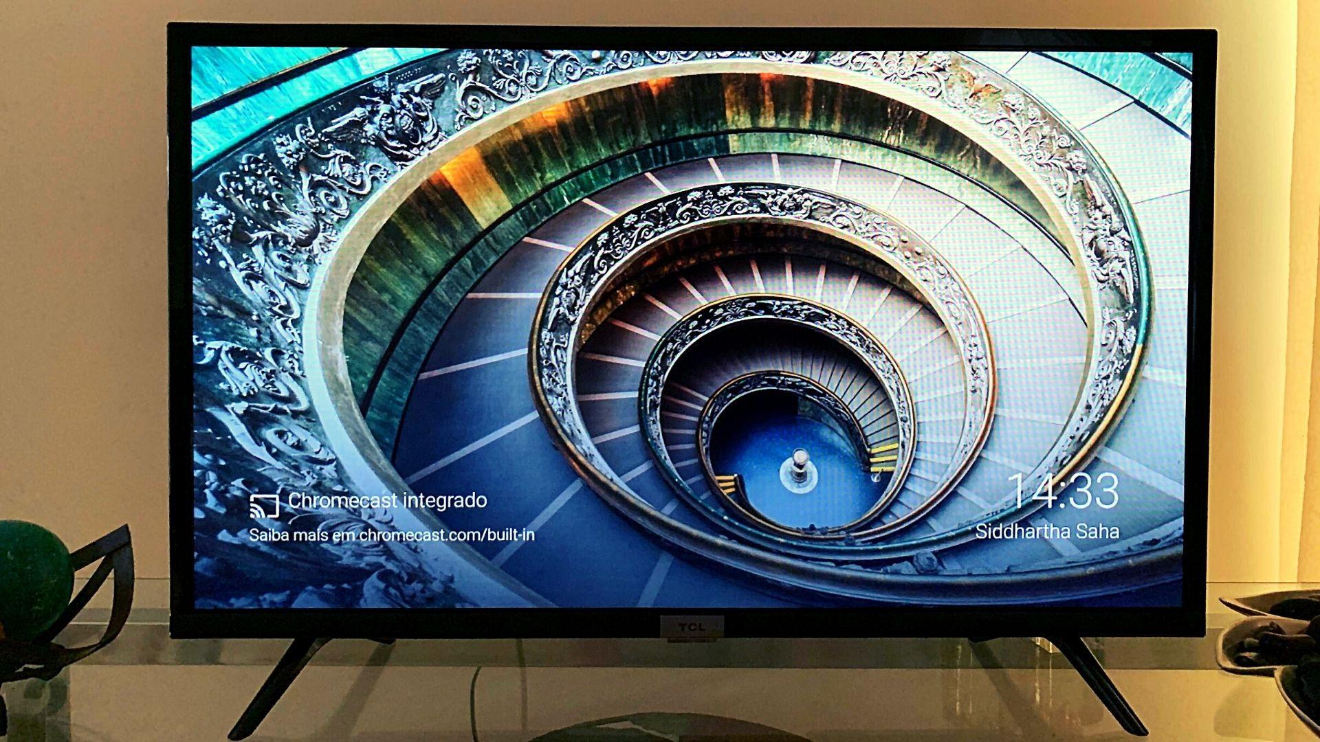 TCL S6500 é uma das melhores TVs de 32 polegadas do momento. (Imagem: Yulli Dias/Zoom)