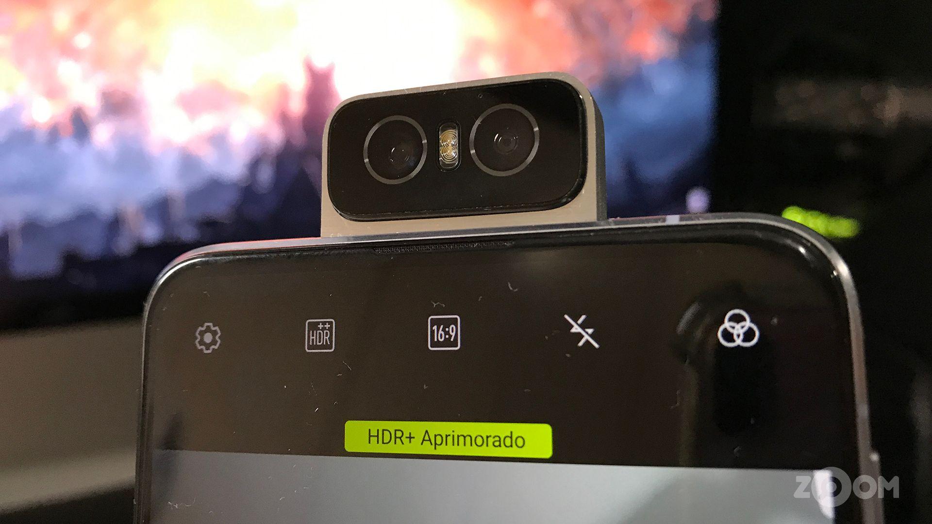 O diferencial do Zenfone 6 é a Flip Camera. (Foto: Murilo Tunholi/Zoom)