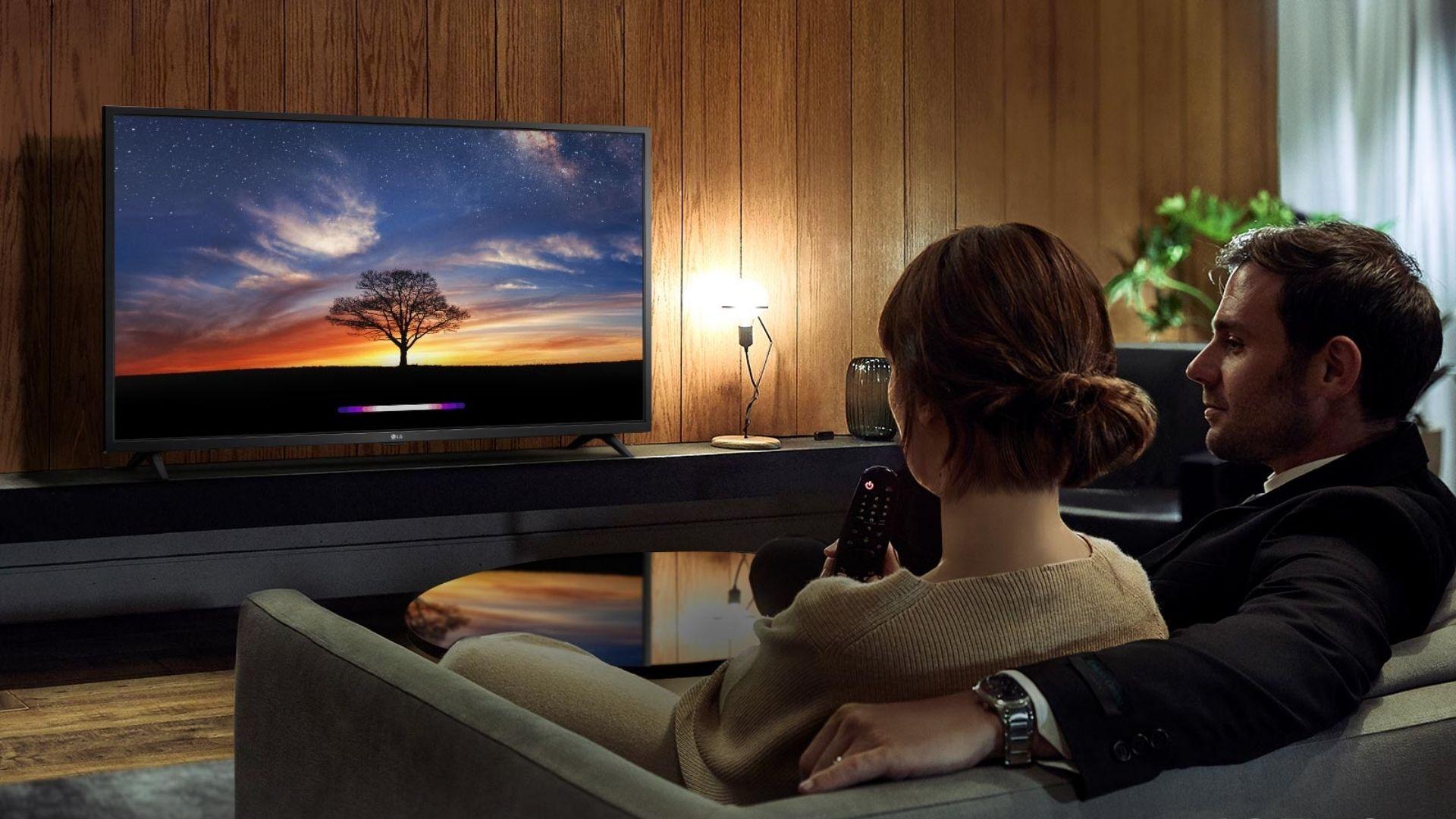 TV LG LM625BPSB tem tela com bom ângulo de visão e multi-HDR Ativo. (Imagem: Divulgação/LG)