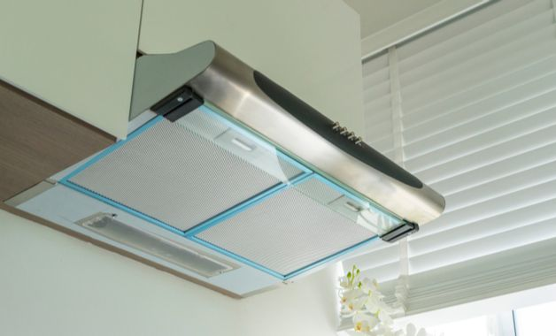 Depurador de ar é um aparelho ideal para cozinhas de apartamento. (Imagem: Reprodução/Shutterstock)