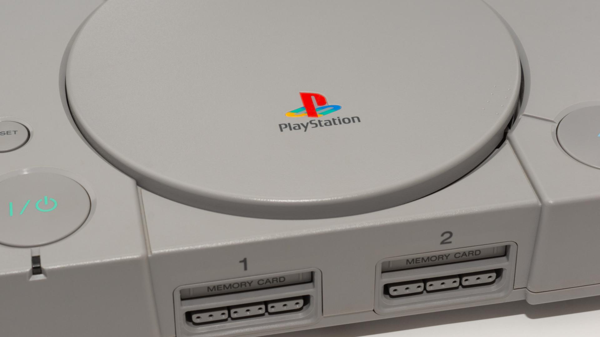 PS One foi um dos primeiros consoles a utilizar CD. (Foto: Shutterstock/Sam Bianchini)