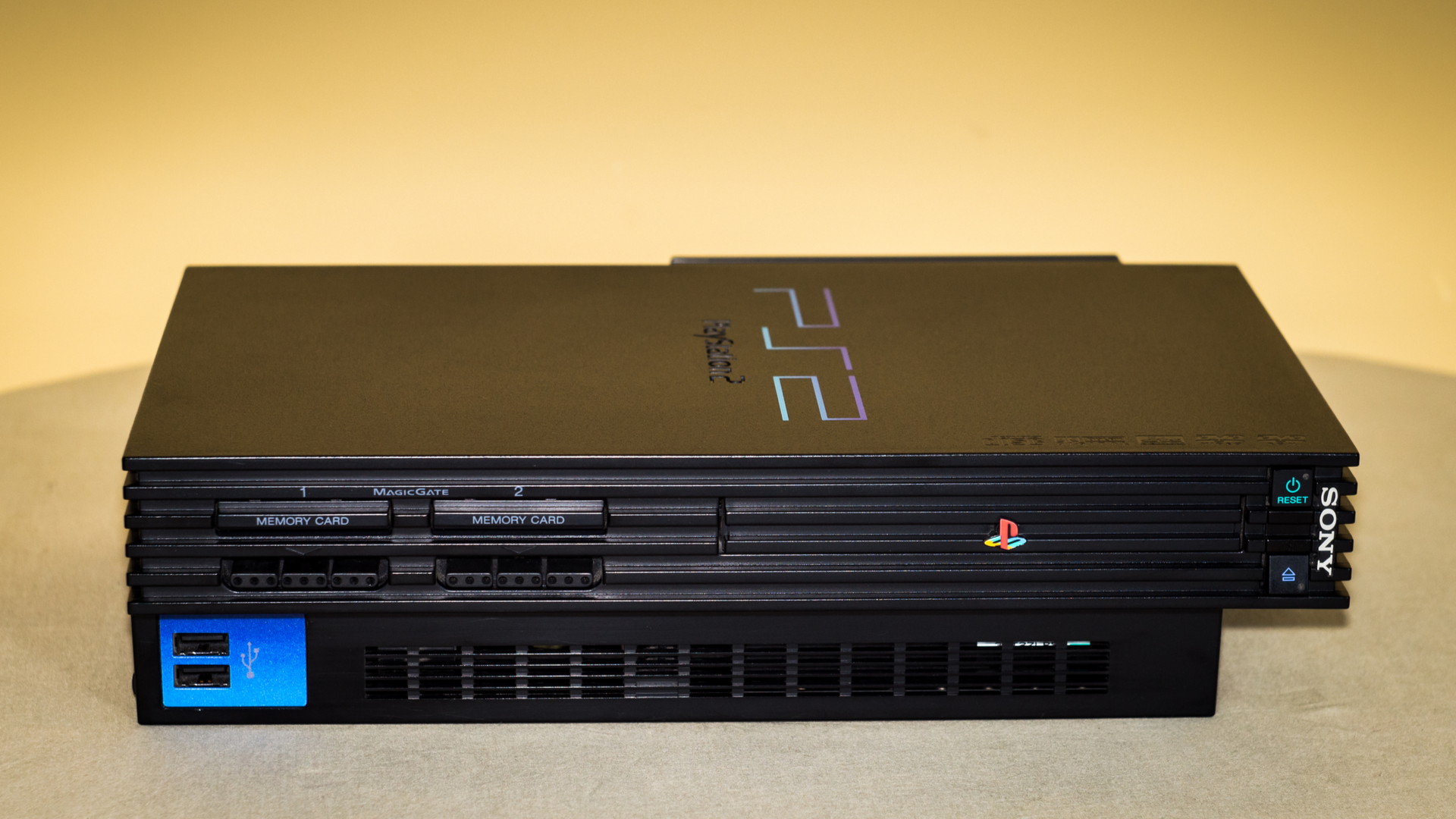 "Playstation 2 fez sucesso por possuir DVD integrado. (Foto: Shutterstock/Deni Williams)<span class=""-mobiledoc-kit__atom""></span>"