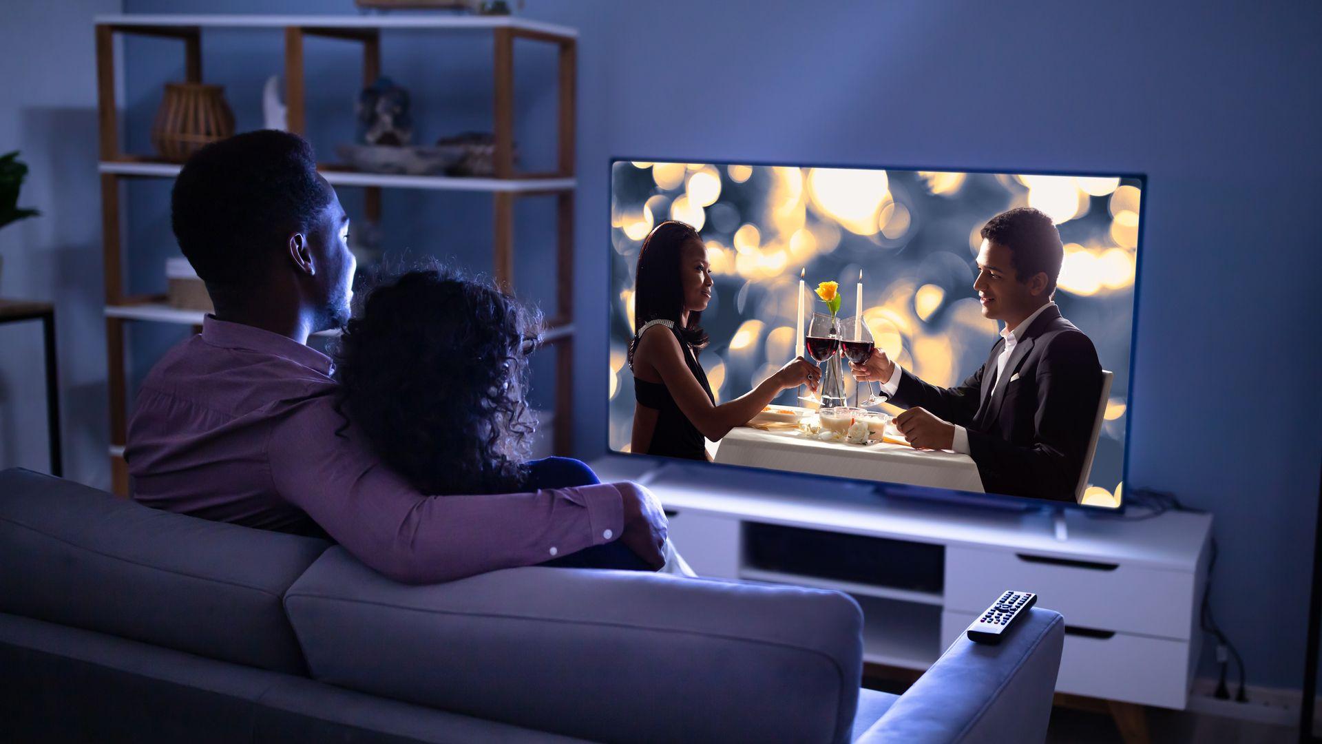 Além da resolução 4K, as TVs chegam com recursos que melhores as imagens. (Imagem: Andrey_Popov/Shutterstock)