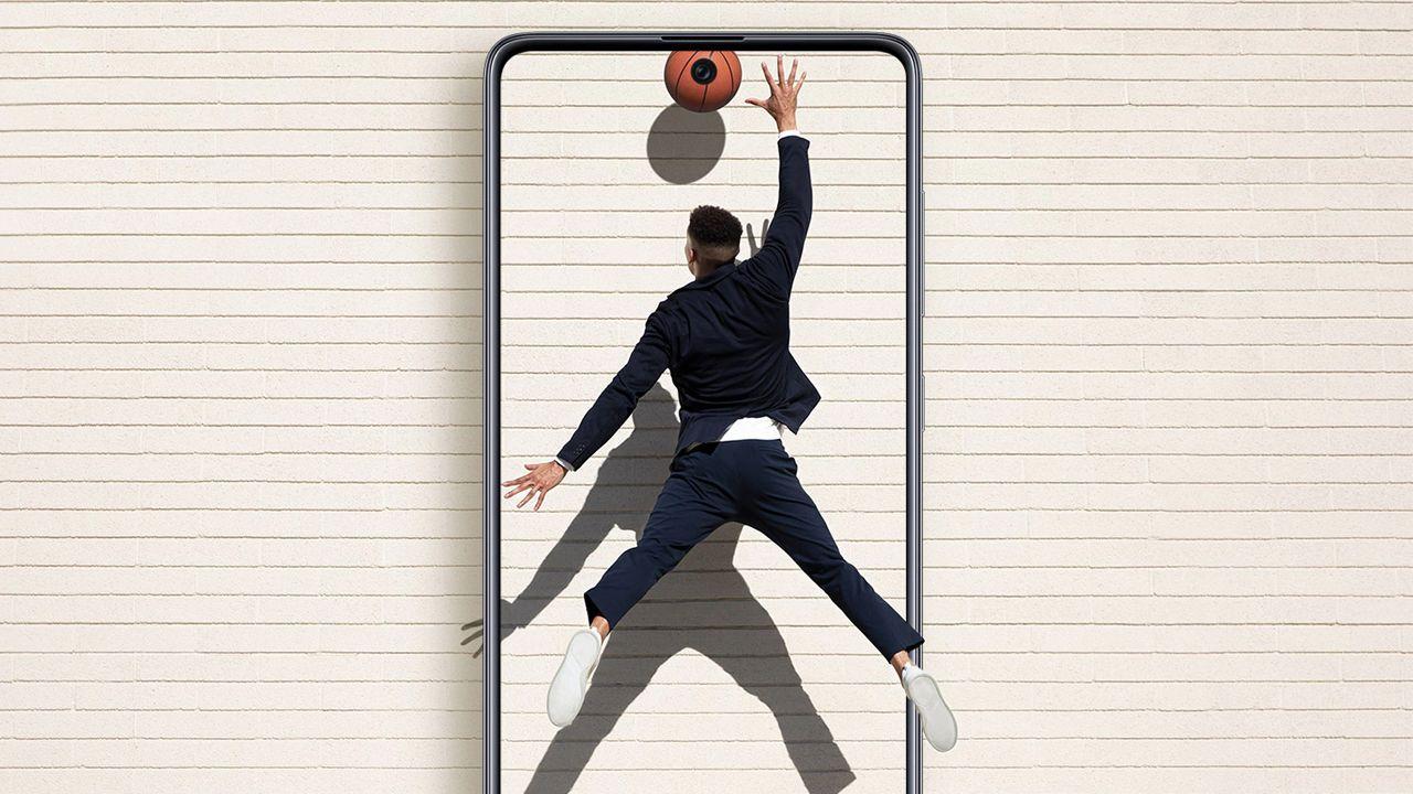 O Galaxy A71 tem tela com poucas bordas (Foto: Divulgação/Samsung)