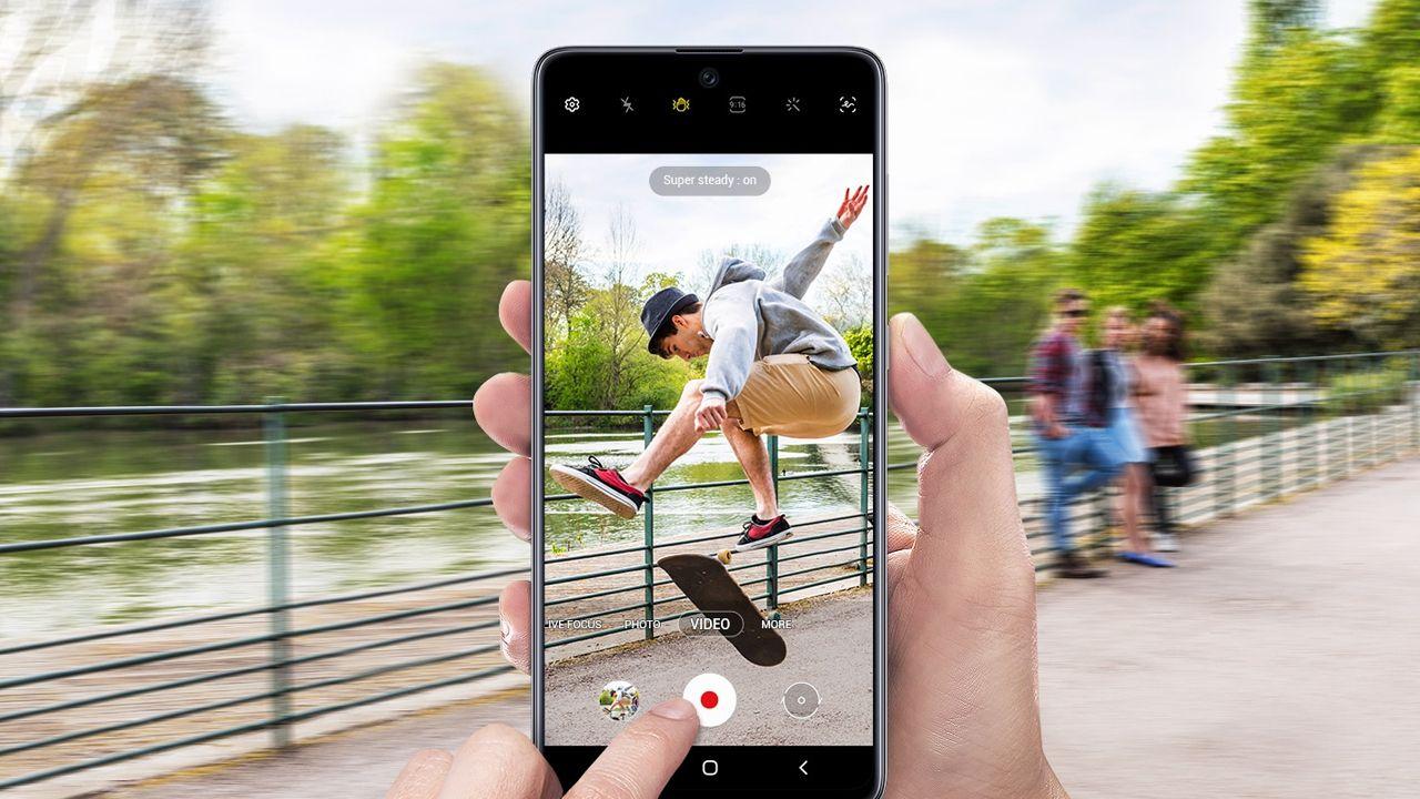 A estabilização eletrônica ajuda na hora de gravar vídeos (Foto: Divulgação/Samsung)