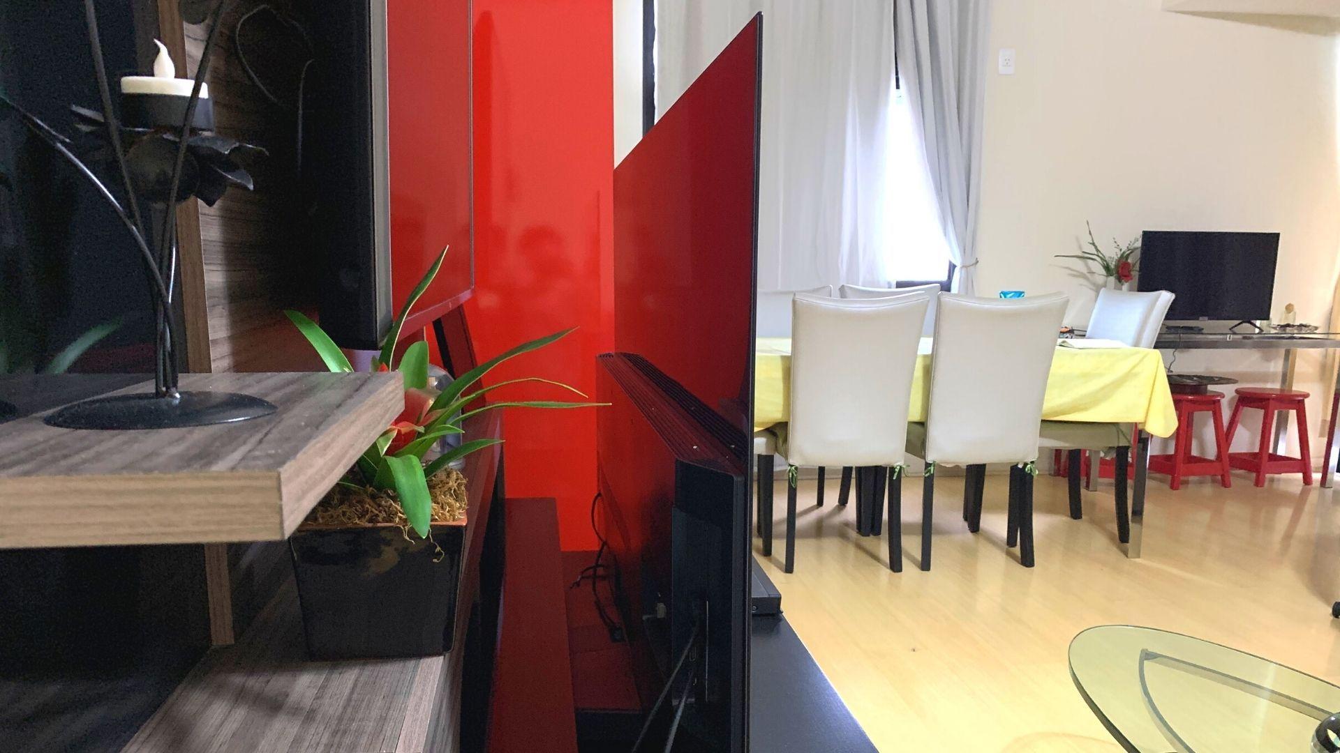 Design da C9 impressiona pela finura da tela. (Imagem: Yulli Dias/Zoom)