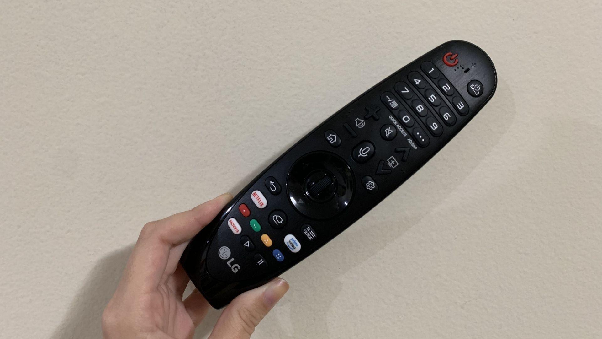 Smart Magic, da LG, tem botão para comando voz, Netflix e Amazon Prime. (Imagem: Yulli DIas/Zoom)