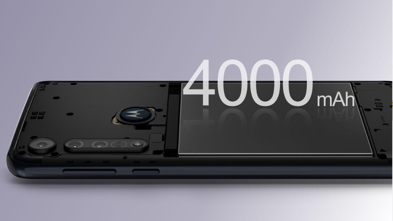 O Motorola One Macro tem suporte para carregamento rápido (Foto: Divulgação/Motorola)