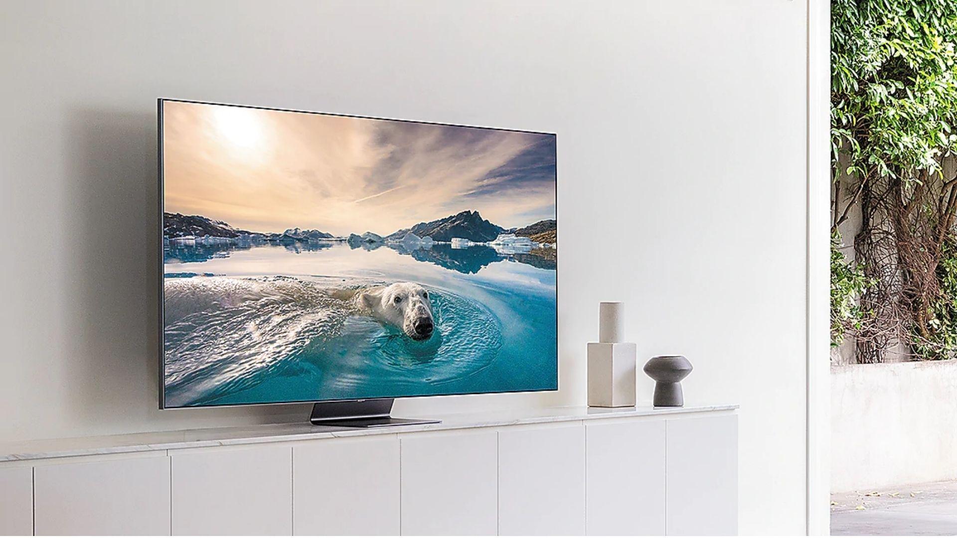 Tela da Samsung Q95T tem tecnologia QLED e resolução 4K. (Imagem: Divulgação/Samsung)