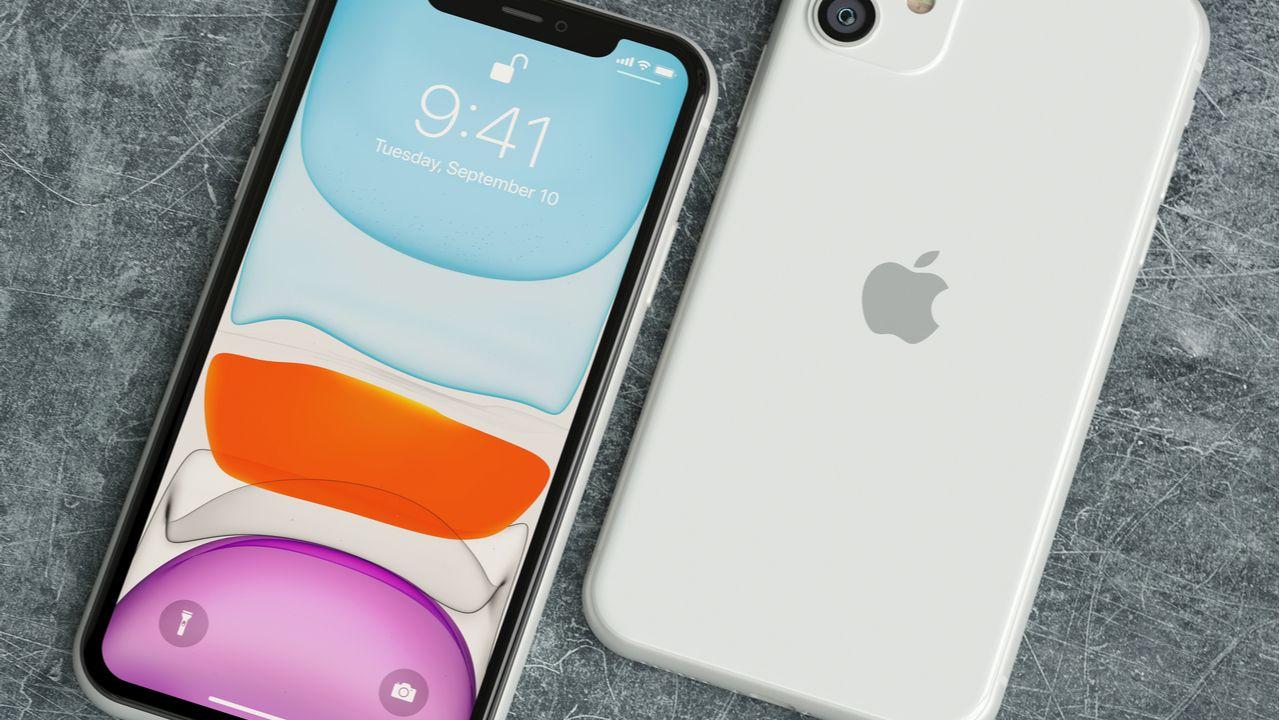 O iPhone 11 foi o celular mais vendido em agosto de 2020 (Foto: Shutterstock)