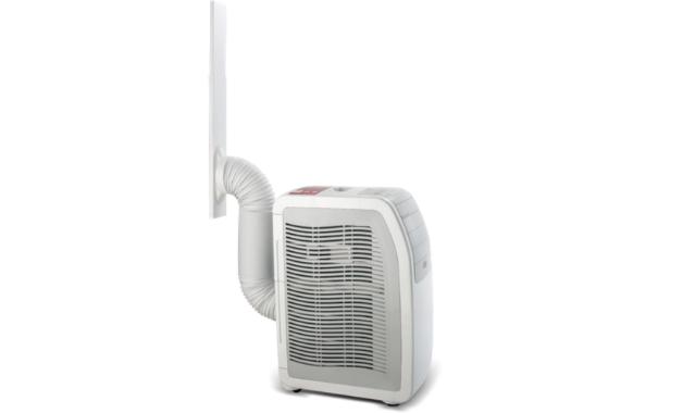 Ar condicionado portátil e mangueira de exaustão acoplada na régua. (Imagem: Divulgação/Electrolux)