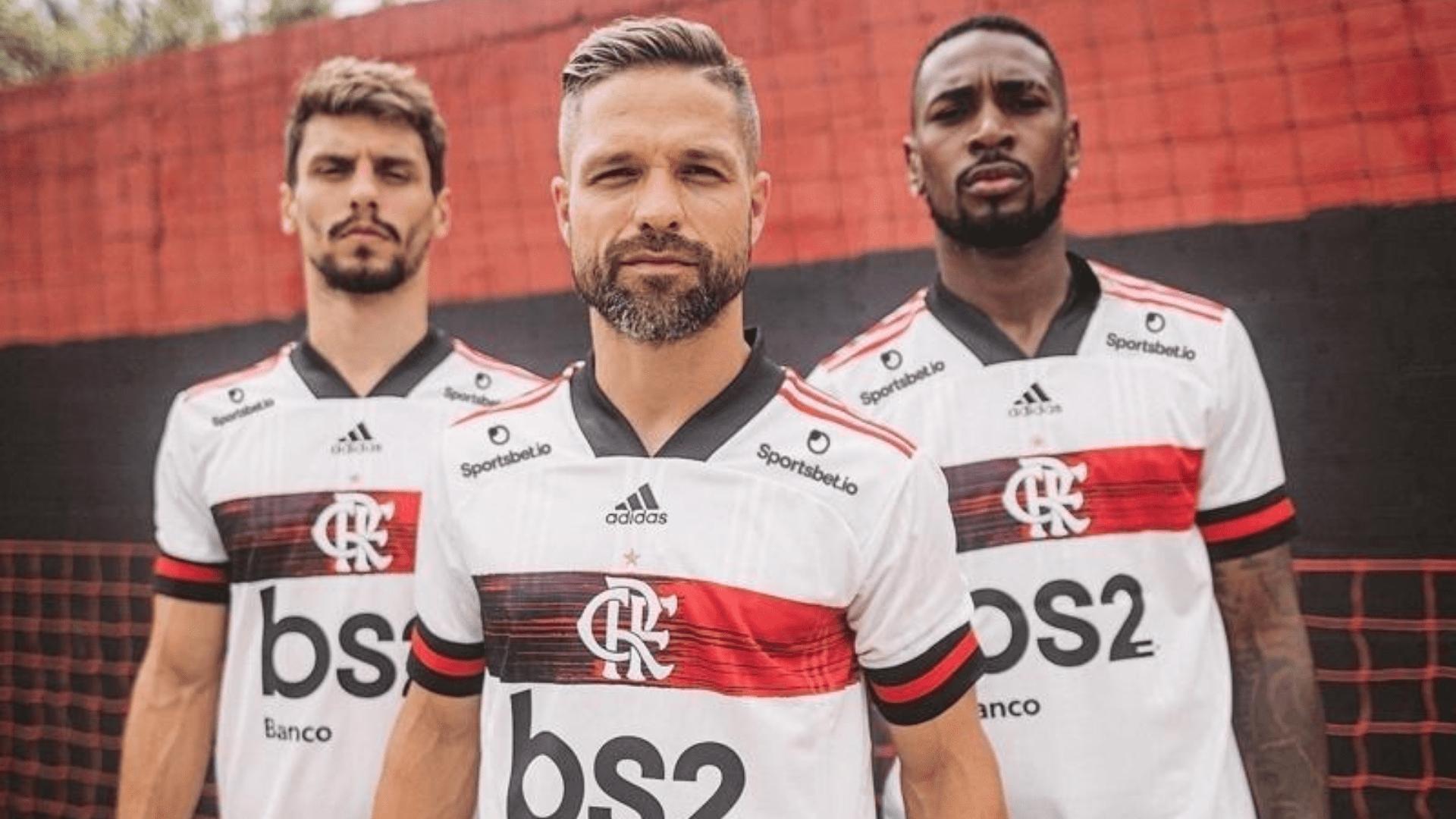 A segunda camisa do Flamengo é branca remete ao uniforme do rubro-negro no final da década de 70 (Imagem: Divulgação/Flamengo)