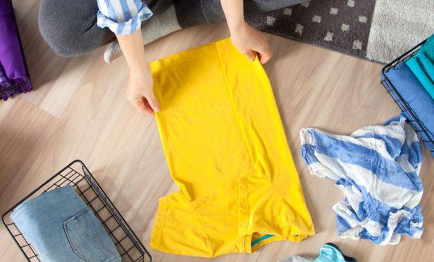 O primeiro passo para usar a máquina de lavar é separar as roupas. (Imagem:Reprodução/Shutterstock)