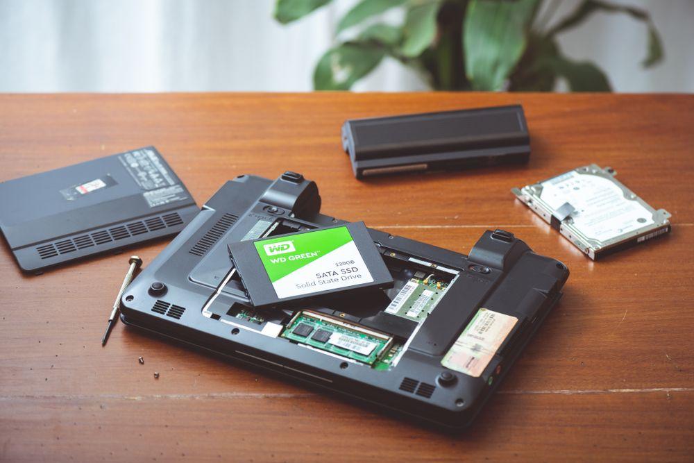 """Instalar um SSD e um HD é a opção mais """"barata"""" para velocidade e bom espaço de armazenamento. (Nor Gal/Shutterstock)"""